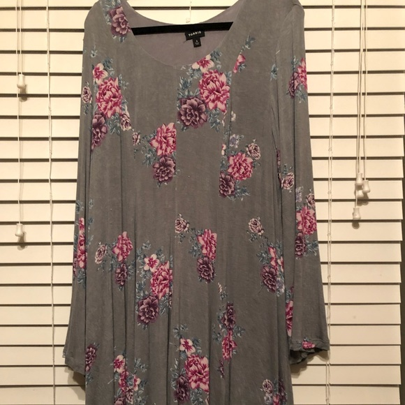 torrid Dresses & Skirts - Gray and floral lined torrid dress